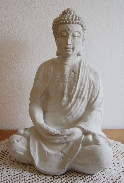 sitzende buddha figur steinguss wei h he ca 38 cm schariwari shop. Black Bedroom Furniture Sets. Home Design Ideas