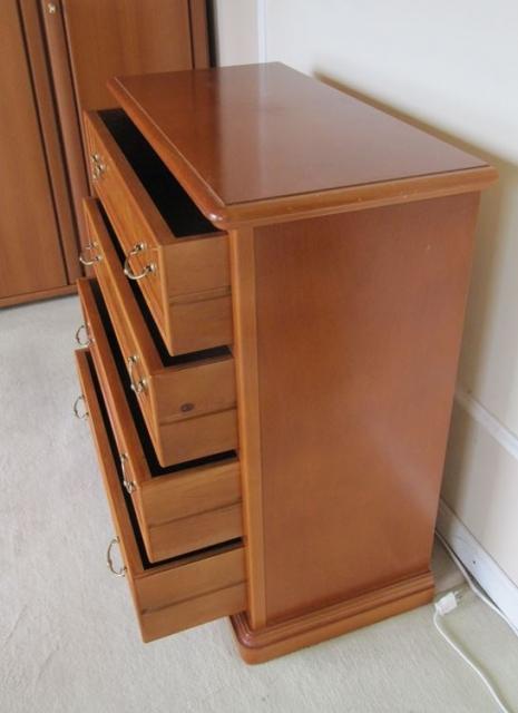 kommode 4 schubladen kirsch wurzelholzfurnier schariwari shop. Black Bedroom Furniture Sets. Home Design Ideas