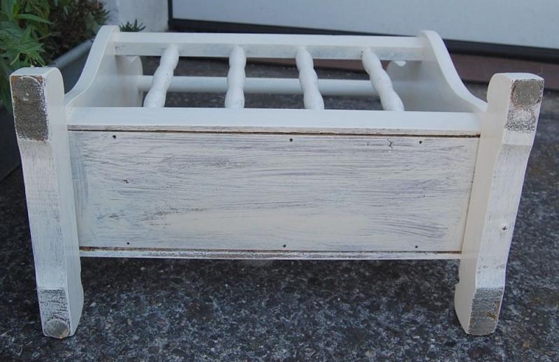zeitungsst nder im shabby style schariwari shop. Black Bedroom Furniture Sets. Home Design Ideas