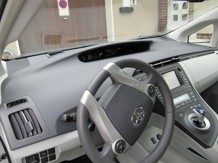 toyota prius hybrid 5 trg vollausstattung limousi. Black Bedroom Furniture Sets. Home Design Ideas