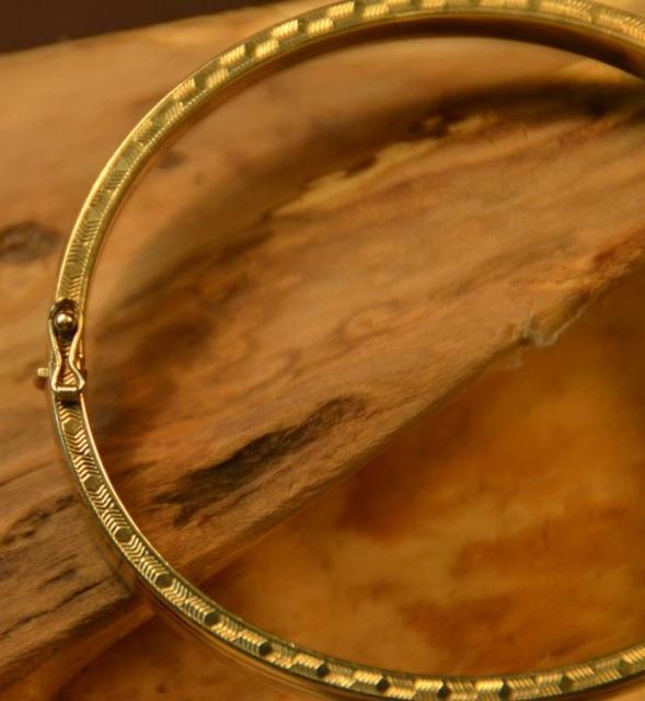 Eleganter ovaler armreif 70er jahre 333er gold for Mobel aus den 70er jahren
