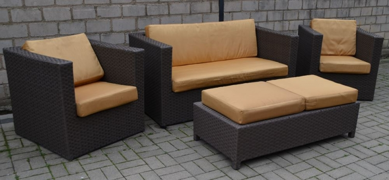 4 tlg set lounge gartenm bel aus polyrattan mit. Black Bedroom Furniture Sets. Home Design Ideas