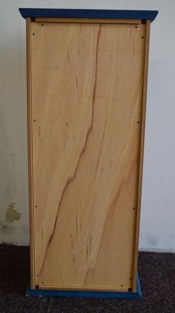 Gartenmobel Eisen Antik Bestellen :  Wandschrank aus Holz mit Erlenholz furniert  zu verschenken