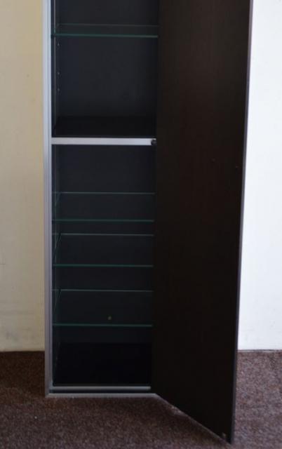hoher schrank metall holzt re glaseinlegeb den. Black Bedroom Furniture Sets. Home Design Ideas