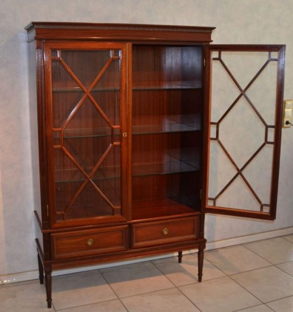wundersch ne englische vitrine aus mahagoni schariwari shop. Black Bedroom Furniture Sets. Home Design Ideas