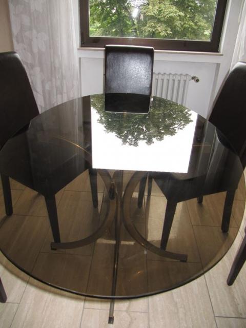 Eleganter ovaler glas esstisch mit rauchglasplatte - Ovaler glastisch ...